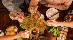 """还说喝酒脸红""""酒量好""""?大错特错,喝酒脸红者罹患癌症风险更高!"""